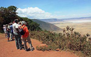 Vid utsiktspunkten på Ngorongorokraterns kant