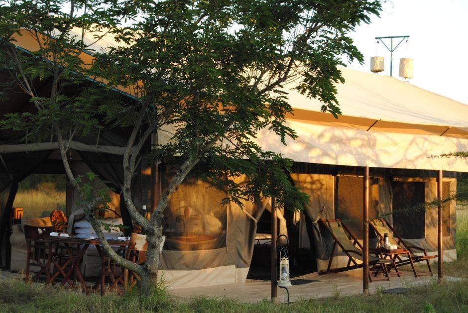 Tanzania Bus Camp utanför tält